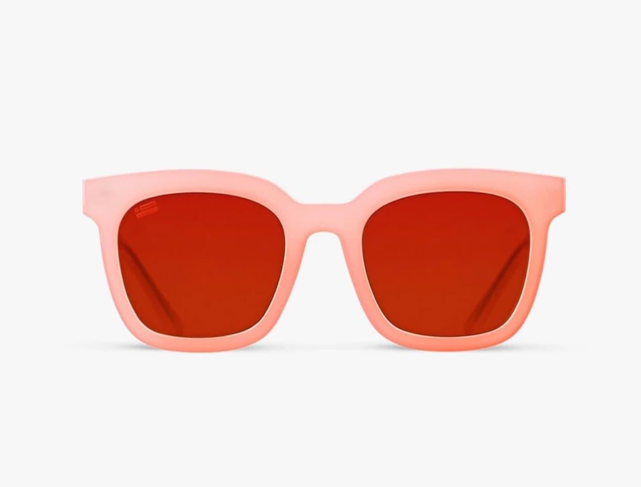 Gafas de sol de mujer D. Franklin cuadradas en color rosa con lentes en rojo