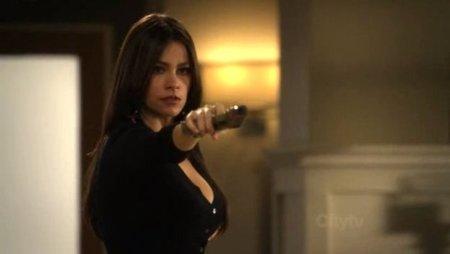 Sofía Vergara con una pistola