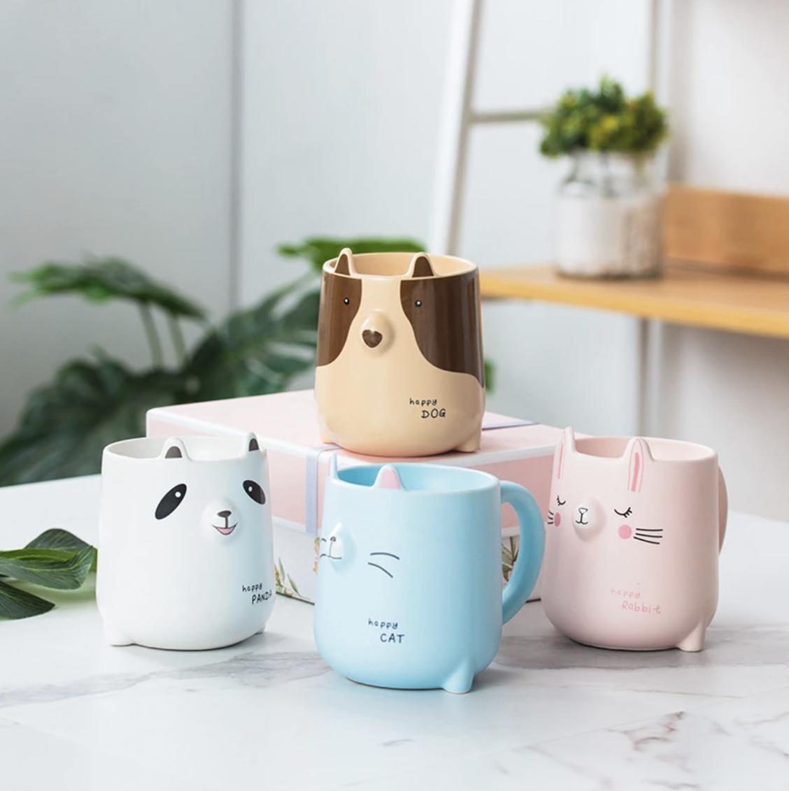 Taza de cerámica con animales
