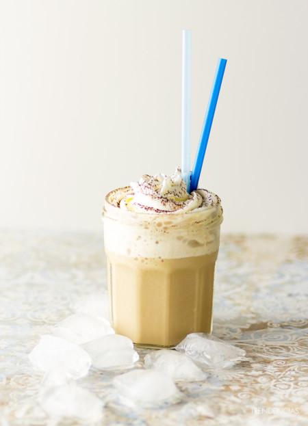 Café cremoso helado. Receta para hacer tus sobremesas más refrescantes