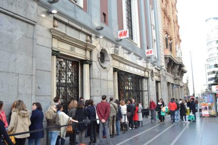 Público espera Marni para HM