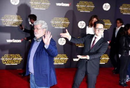 Miles de fans piden que George Lucas vuelva a dirigir 'Star Wars', Colin Trevorrow responde