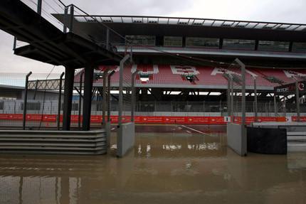 Cancelada la carrera de GP2 en Dubai, ¡por la lluvia!