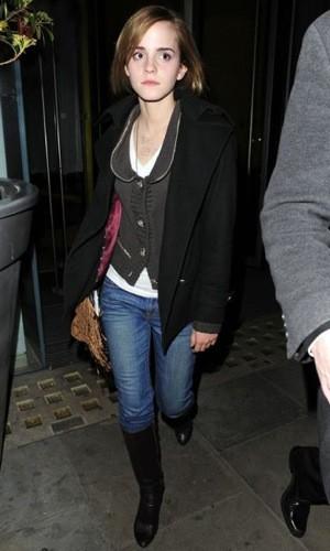 Emma Watson elige el estilo casual para salir por Londres