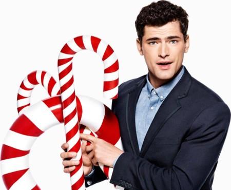 La extravaganza navideña de H&M protagonizada por Katy Perry llegó a la ciudad.