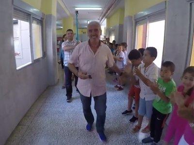 La emotiva despedida de sus alumnos a un profesor que se jubila