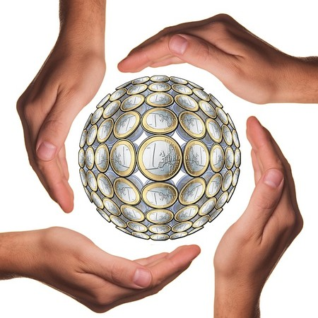 Balón formado por monedas de euro.