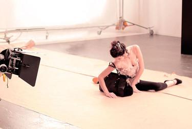 Las clases de baile de Nina Ricci y su nuevo bolso: el Ballet bag