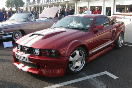 Ford Mustang con volante a la derecha