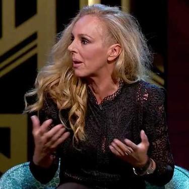 """La tensa actitud """"oye, nena pero tú qué miras"""" de Rocío Carrasco en 'Lazos de Sangre' durante un debate sobre madres ausentes"""