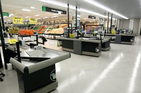 Línea de cajas de un supermercado Mercadona