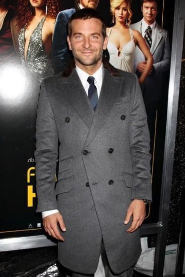Bradley Cooper prepara el látigo y la cazadora de cuero... ¡a lo Indiana Jones!
