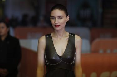 ¿Qué hacía Rooney Mara en Cannes? Sólo Joaquin Phoenix tiene la respuesta...