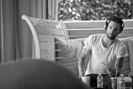 Boquitas de Piñón: Adam Levine, ese hombre que huele a confusión