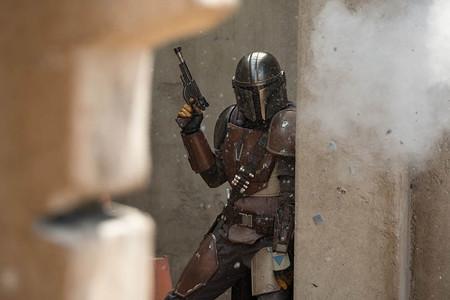 'The Mandalorian: Jon Favreau ya está escribiendo la segunda temporada de la primera serie de 'Star Wars' en acción real
