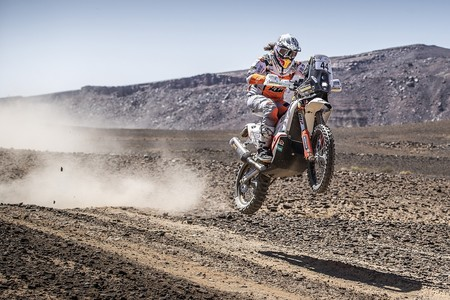 ¡Enorme! Laia Sanz sigue haciendo historia al alzarse como la campeona del mundo de Rallys Cross Country