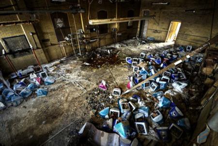 """Manzanas abandonadas, situaciones curiosas provocadas por el """"usar y tirar"""" de la sociedad del consumo"""