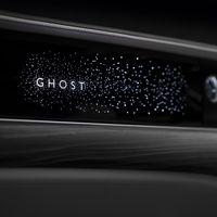 Rolls-Royce lleva sus cielos estrellados al salpicadero del nuevo Ghost, en un trabajo tan meticuloso como exagerado