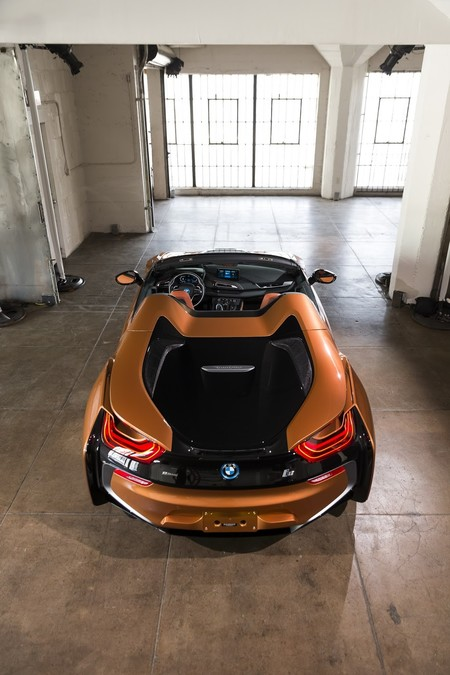 BMW i8 Roadster trasera