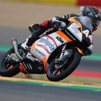 Arón Canet arrasa a la competencia para llevarse la pole position de Moto3 en Aragón