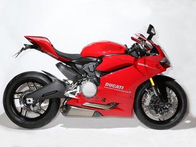 La Ducati 959 Panigale recupera los escapes por abajo, pero solo 25 unidades para Reino Unido