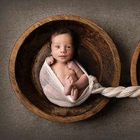 La preciosa y emotiva fotografía de un recién nacido junto a las cenizas de su hermano gemelo