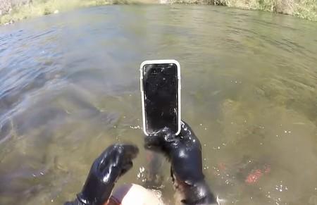 Un iPhone X sobrevive dos semanas sumergido en un río, lo encuentran y funciona perfectamente