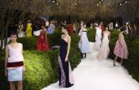 Christian Dior Alta Costura Primavera-Verano 2013: un jardín con hermosas flores