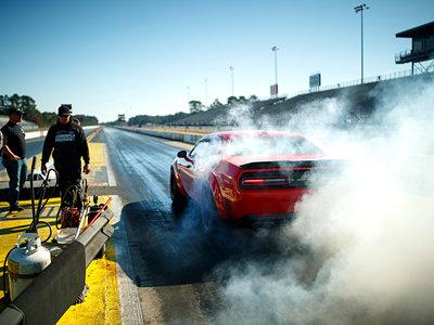 Dodge SRT Demon: tan diabólico que la marca ha editado una guía sobre los riesgos de su muscle car