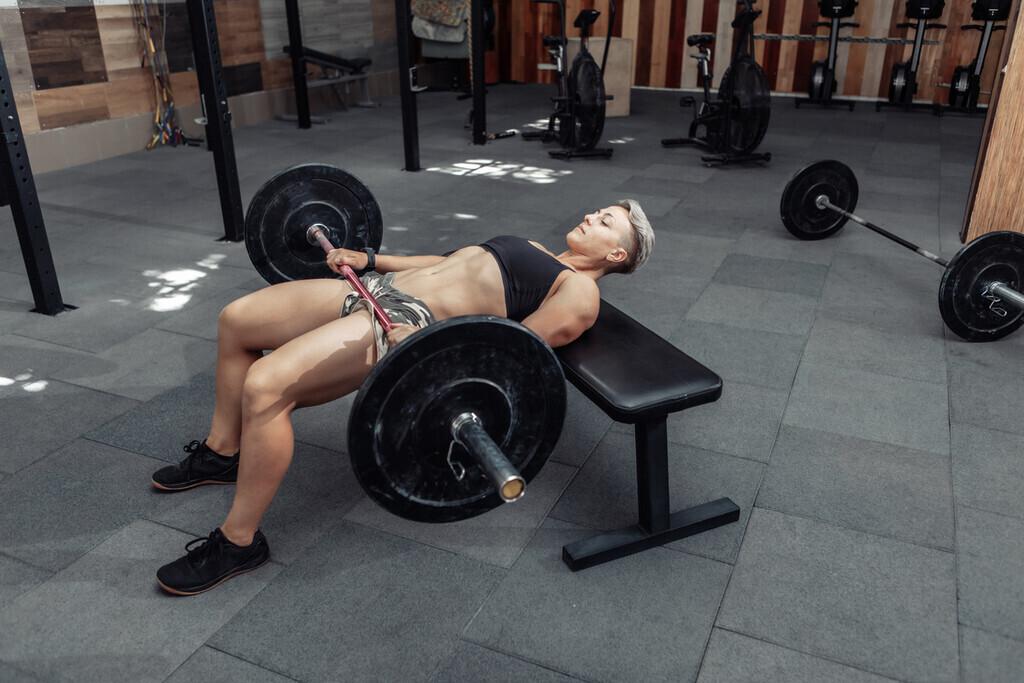 Por qué el hip thrust es uno de los mejores ejercicios para hipertrofiar el glúteo