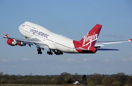 Virgin Atlantic anuncia que sus tripulantes femeninas podrán ir sin maquillar
