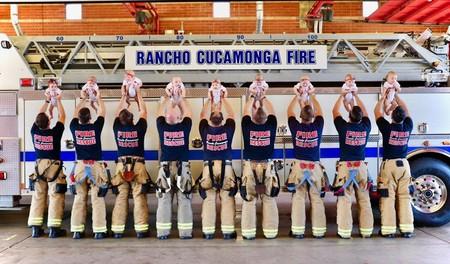 La paternidad es contagiosa: nueve bomberos dan la bienvenida a nueve bebés en tan solo cuatro meses