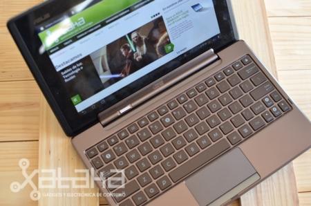 ASUS Padfone con teclado y Station