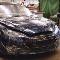 ¿Un Tesla Model S shooting brake? En Inglaterra ya se han puesto manos a la obra por culpa de un perro