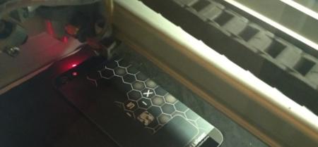 Dando un toque especial al iPhone 5 gracias al grabado láser
