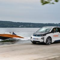 El BMW i3 se tira al agua, trasplantando sus baterías en la lancha Torqeedo Deep Blue