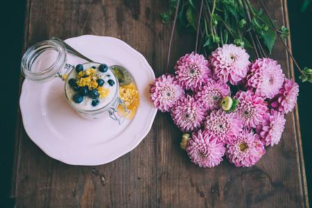 Nueve yogurteras y 33 recetas (dulces y saladas) para aprovechar al máximo el yogur casero que podemos hacer con ellas