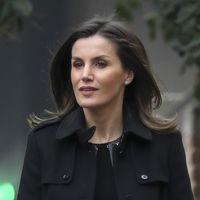 Doña Letizia apuesta por un look en negro para los días más fríos