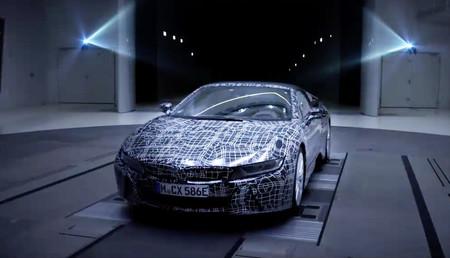 El BMW i8 Roadster ya coquetea con las cámaras en su nuevo teaser en video