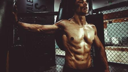 Cinco ejercicios que te ayudarán a quemar más grasa en el gimnasio