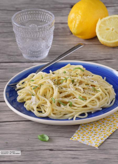 Espaguetis al limón. Receta fresca de pasta facilísima