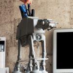 Este organizador en forma de AT-AT no cambiará la galaxia pero sí nuestro escritorio