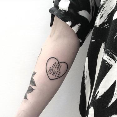 Estos 7 tatuajes feministas tan molones te inspirarán para sacar tu lado más girl power
