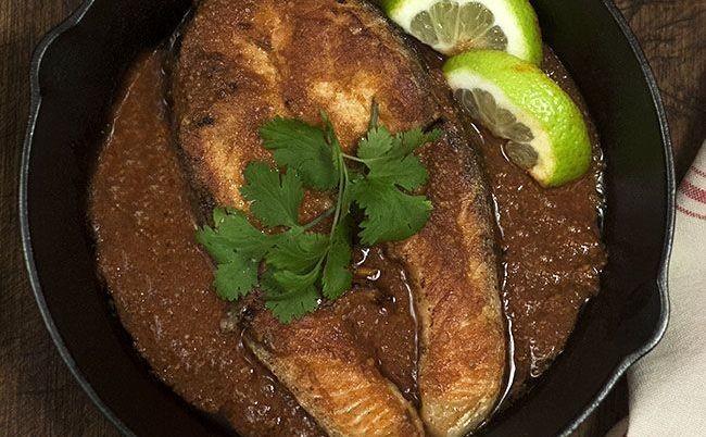 Filetes de salmón en salsa chraimeh: receta suculenta del chef Yotam Ottolenghi