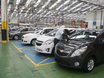 La venta de vehículos sigue cayendo en Colombia: ¿los impuestos son los responsables?