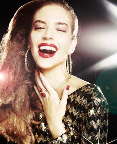 Moda de fiesta Navidad 2011: 20 vestidos de noche metalizados que te harán brillar