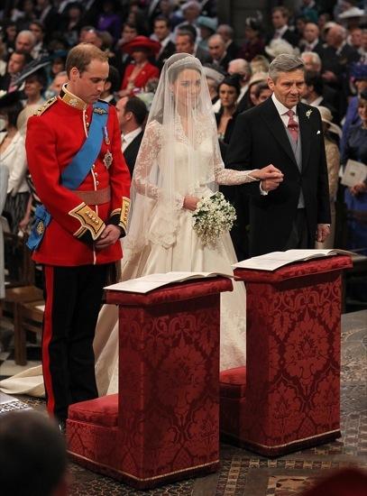 Foto de Todas las imágenes del príncipe Guillermo y Kate Middleton en el altar (9/12)
