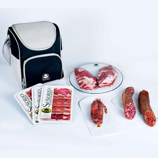 Menú ibérico para seis personas: tres sobres de jamón, una presa curada, medio chorizo, medio salchichón y dos presas de bellota frescas.