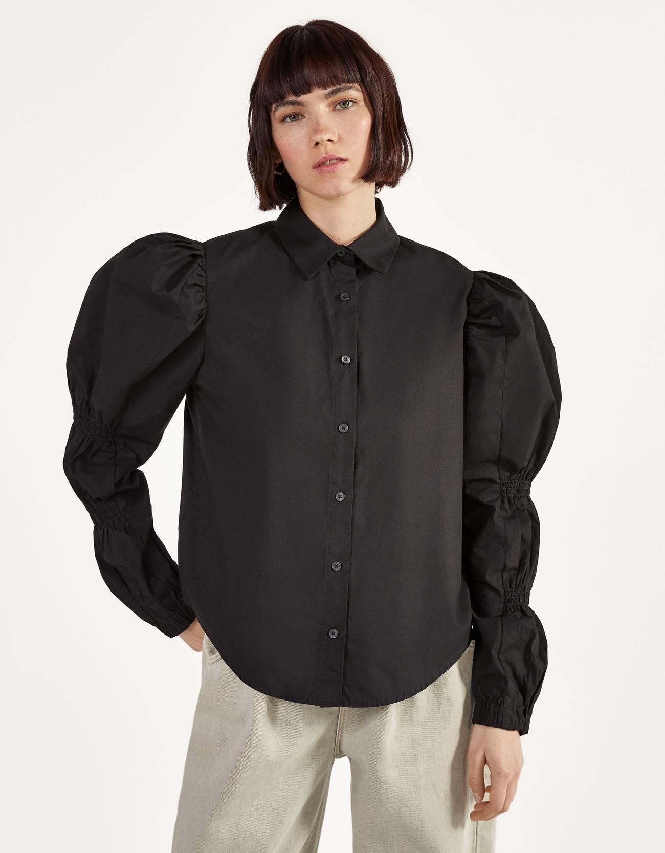 Camisa con mangas abullonadas