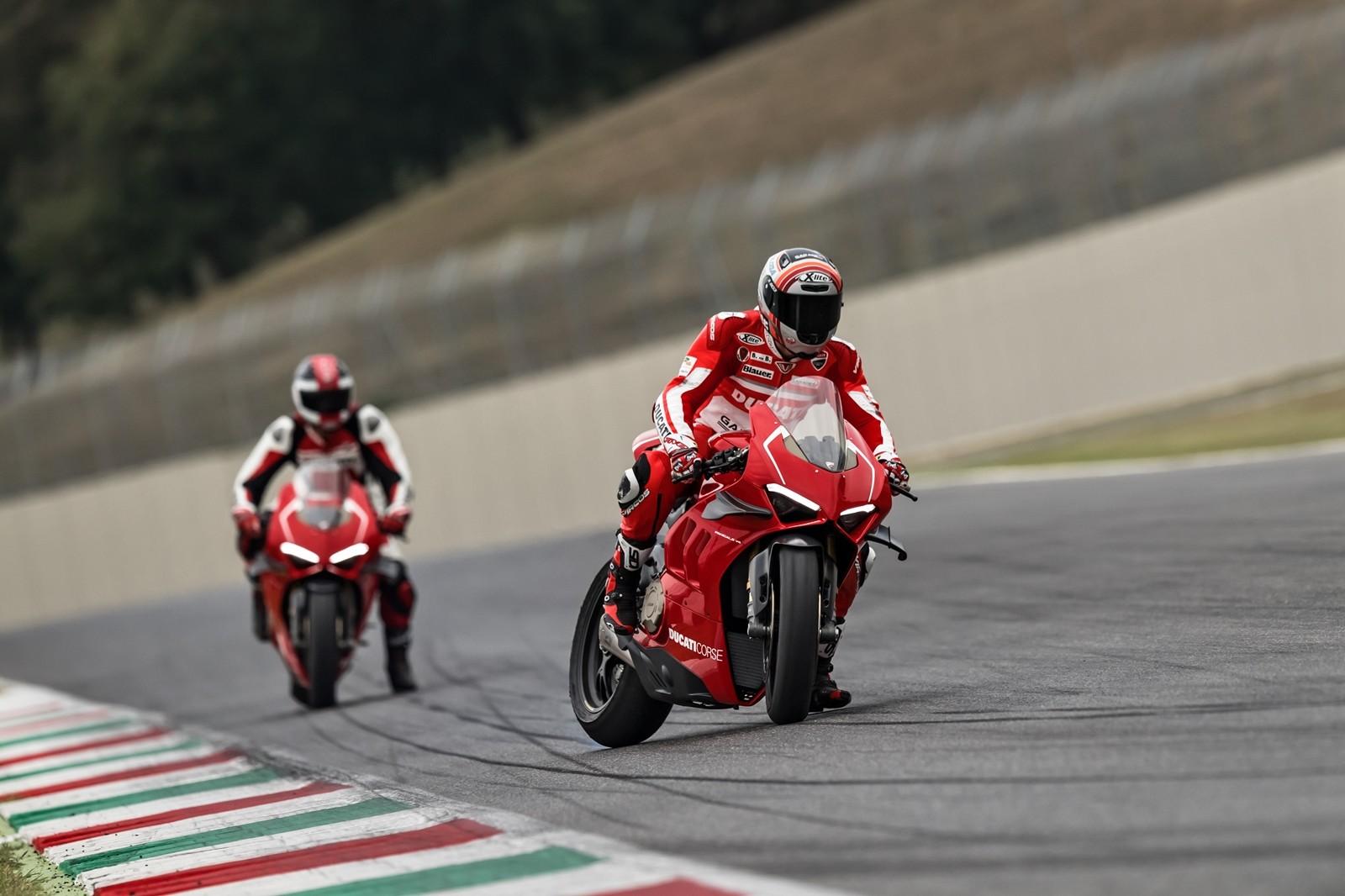 Foto de Ducati Panigale V4 R 2019 (36/87)